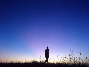 夕暮れと夜の狭間では、小沢健二の曲が合うという投稿|ホームページ制作ならオフィスキシモト 岸本優喜(きしもとゆうき)