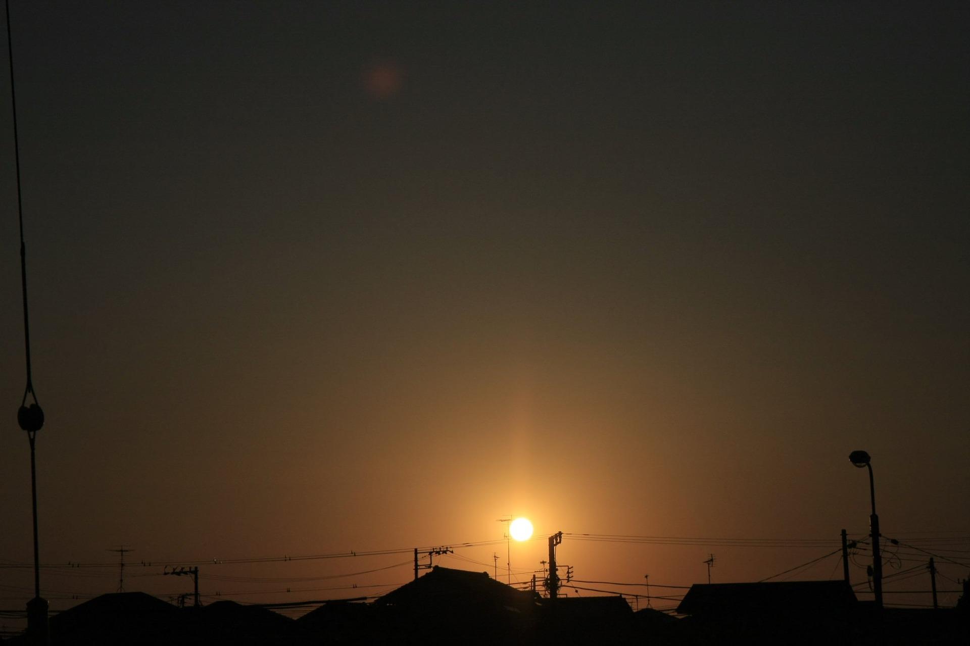 夕暮れと夜の狭間では、小沢健二の曲が合うという投稿 ホームページ制作ならオフィスキシモト 岸本優喜(きしもとゆうき)